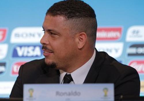 Ronaldo foge de atrito com Romário e diz: