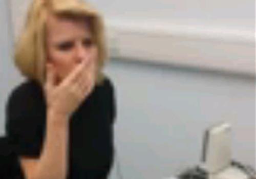Surda desde o nascimento, mulher faz implante e ouve pela 1ª vez aos 42 anos