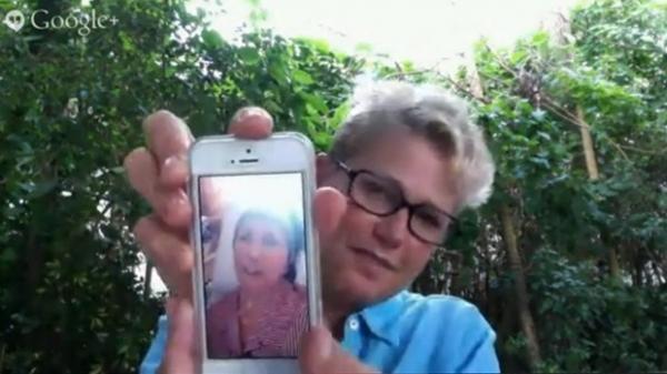Xuxa mostra vídeo de mãe cantando parabéns na web: