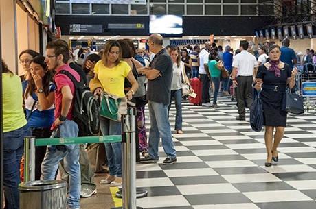 Aeroportos brasileiros registram recorde de passageiros em 2013