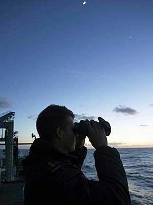 Avião avista objetos em nova área de buscas pelo Boeing desaparecido
