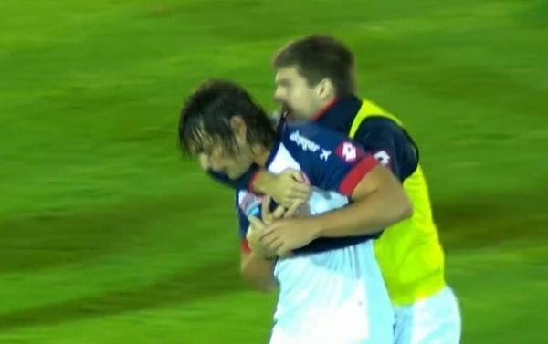 De novo, Amarilla? Argentinos partem para cima de árbitro na Libertadores