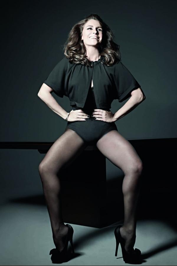 Giovanna Antonelli posa sensual para revista