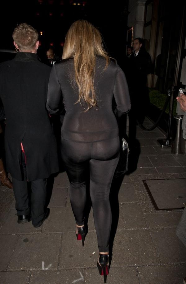 Sem calcinha? Modelo britânica rouba cena com roupa transparente