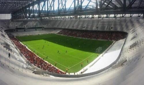 Na reinauguração da Arena da Baixada, Atlético-PR decepciona e só emp
