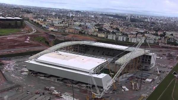Oper疵io cai de 8 metros na Arena Corinthians e vai para o hospital em estado grave