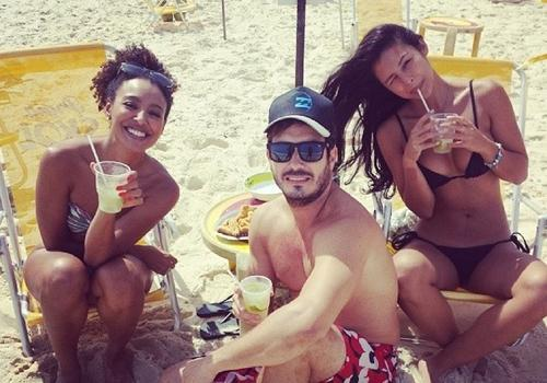 Sheron Menezzes e Yanna Lavigne aproveitam folga e curtem praia no Rio