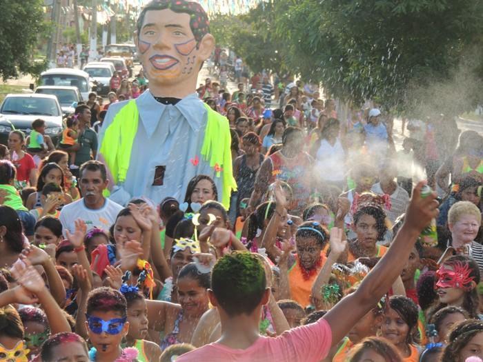 Desfile do bloco infantil Enry Alé em Curralinhos