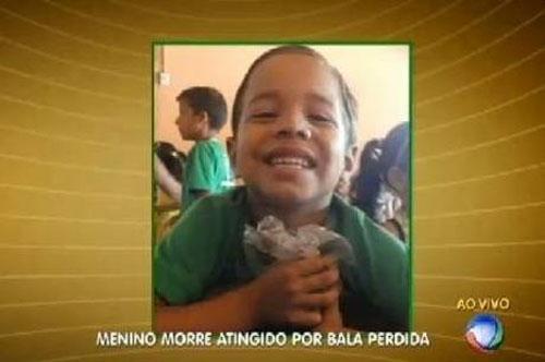 Criança de sete anos morre após ser atingida por bala perdida