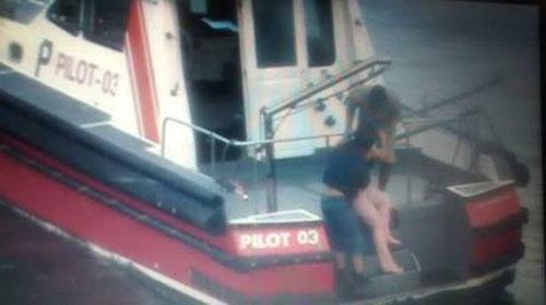 Fotos mostram momento do resgate de mulher que caiu da Rio-Niterói