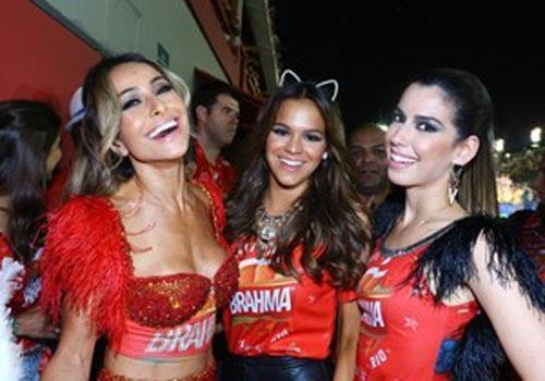 Marquezine curte Sapucaí e Neymar brinca: