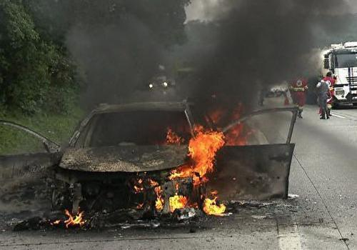 Após fogo no carro, técnico do Peixe agradece por viver: