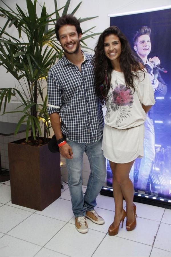 Decotadíssima, ex-BBB Tatiele Polyana vai a show de Luan Santana