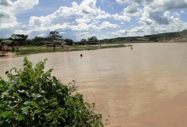 Dois garotos morrem afogados quando brincavam em Barragem de Buriti dos Montes