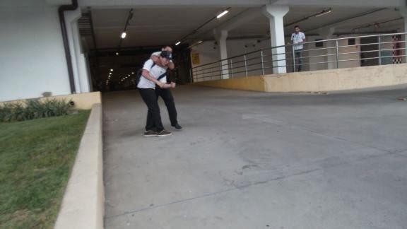 Jovem é dominado por segurança após tentar roubar garrafa de uísque em Parnaíba