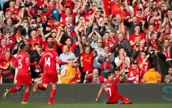 Suárez e Coutinho marcam, e novo líder Liverpool atropela o Tottenham