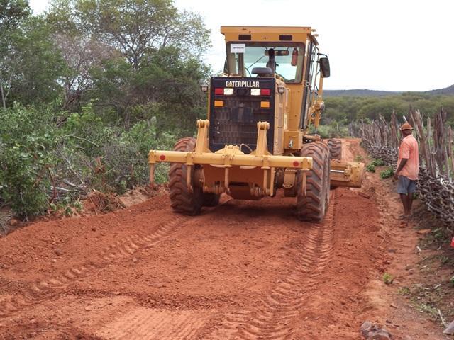 Vera Mendes: Prefeitura segue firme construindo novas estradas e realiza antigo sonho de moradores.