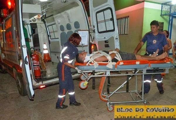 Jovem fica gravemente ferido ao colidir moto animal