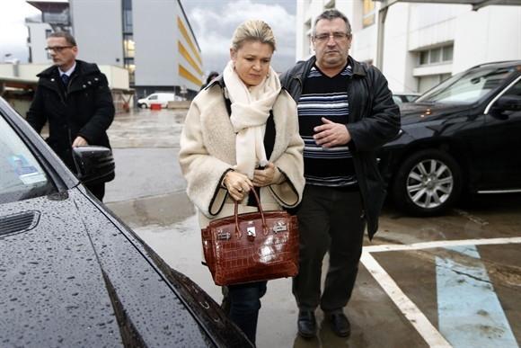 Mulher de Schumacher gasta R$ 37,6 milhões em quarto hospitalar para levar ex-piloto para casa, diz jornal