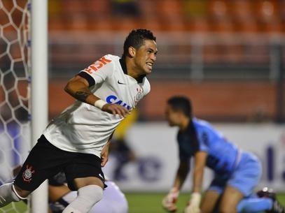 Luciano herda vaga de Guerrero e faz gol em treino do Corinthians