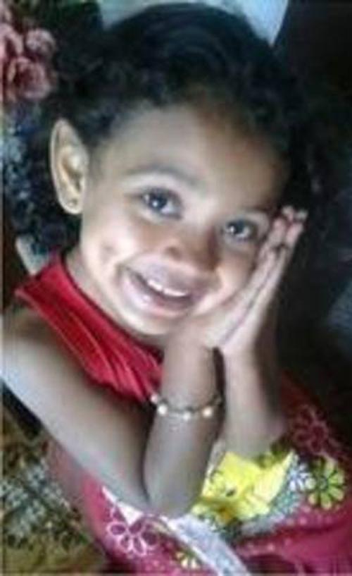 Mulher mata a própria filha de cinco anos envenenada e depois se suicida