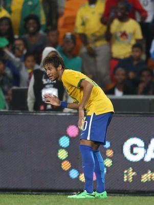 Seleção alterna amarelo e azul para promover novos uniformes