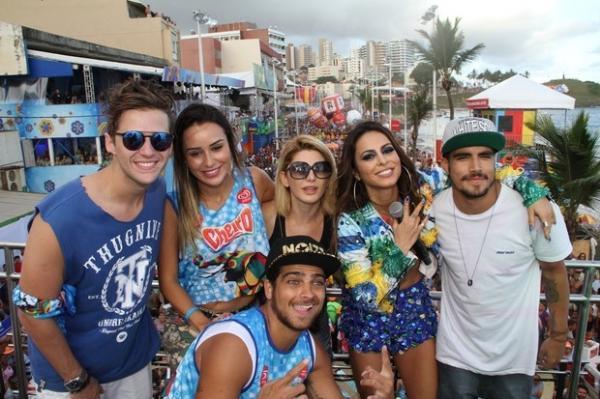 Ser? Ex-BBB Let兤ia nega affair com Caio Castro e amigos do ator ficam caidinhos pela ex-sister