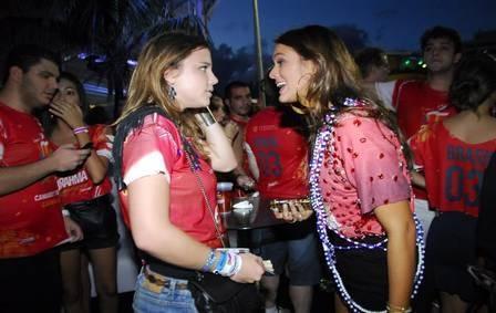 Bruna Marquezine fala sobre flagra indiscreto em Salvador: ?Apenas ajeitei minha blusa?
