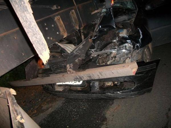 Carro bate na traseira de caminhão e mata vendedor na BR-230 em Oeiras