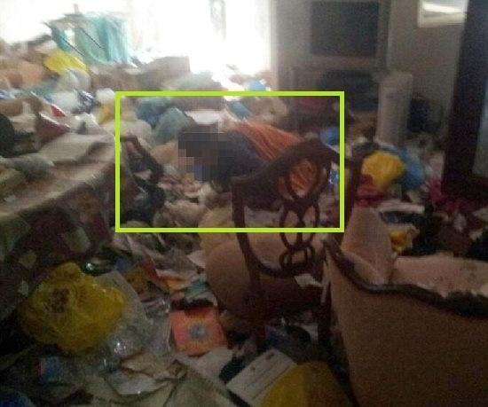 Italiana  resgatada ap sua m綟 deix-la trancada por 8 anos em uma casa suja em condi鋏es miser疱eis