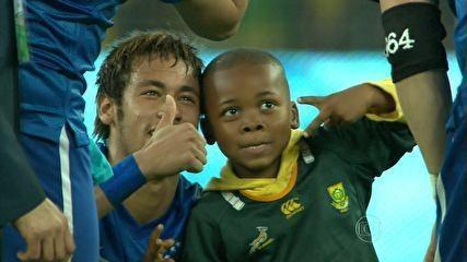 Rio Ferdinand elogia atitude de Neymar com menino: