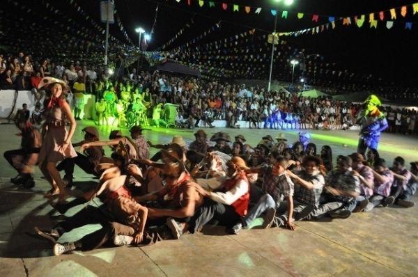 Abertura dos Festejos Juninos encanta sanjoanenses