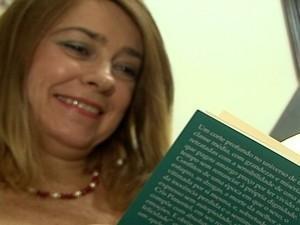 Após perder virgindade em estupro aos 17, ex- policial vira jornalista e lança livro