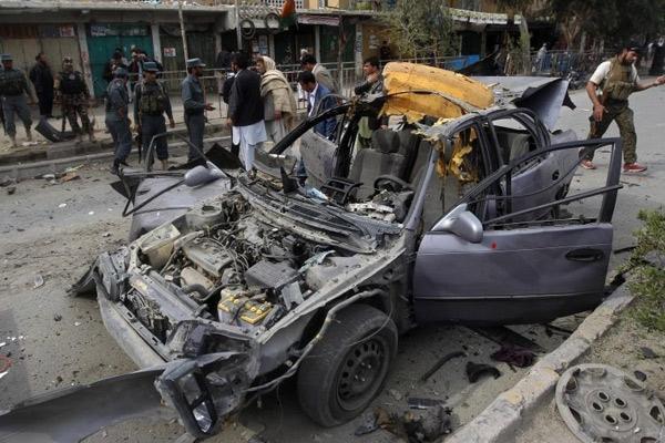 Bomba colocada em veículo mata governador no leste do Afeganistão
