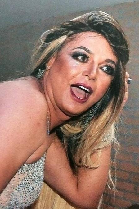 David Brazil se veste de Valesca Popozuda, mas  comparado a Claudia Raia
