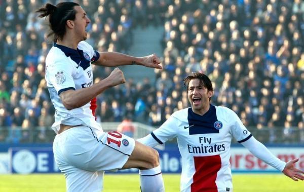 Ibrahimovic marca, dá assistência de calcanhar, e PSG goleia Bastia