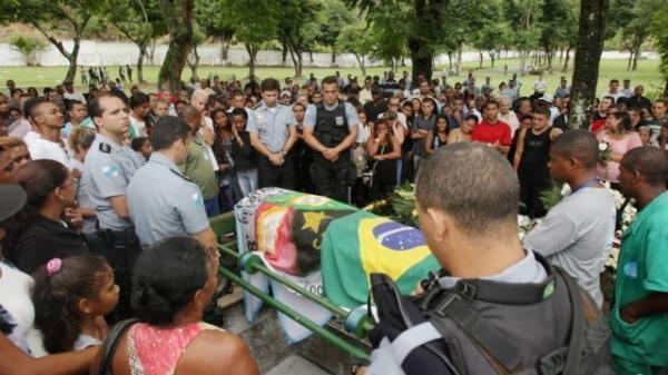 PM morto na Vila Cruzeiro é enterrado no Rio: