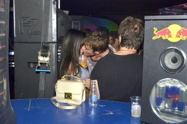 Babi Rossi discute com o ex, Olin Batista, na Sapucaí