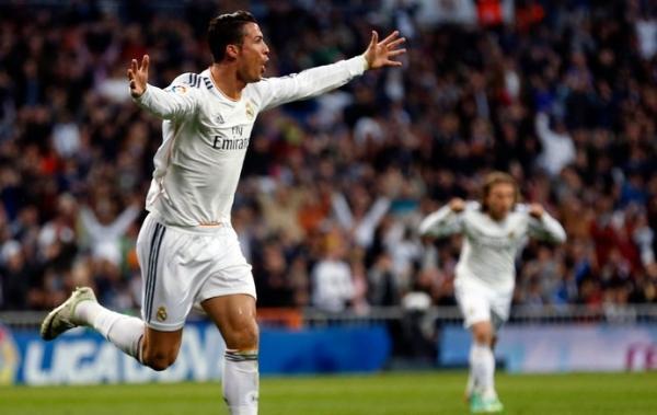CR7 marca, Marcelo faz golaço, Real vence Levante e retoma a liderança