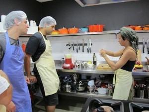 Jovem abandona carreira jurídica e se dedica à cozinha após vencer reality
