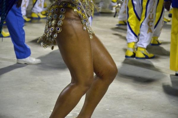 Juliana Alves encerra desfile com vários ferimentos no corpo