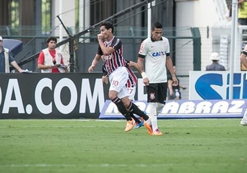 São Paulo supera dois gols contra e vence o Corinthians com golaço de Ganso