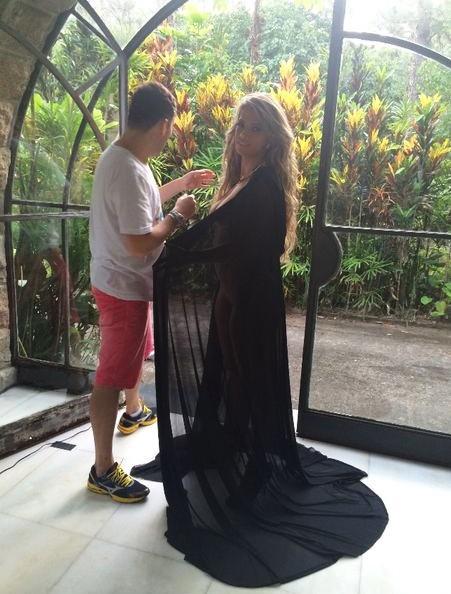 Com decotão, Fani divulga bastidores do segundo dia de ensaio sensual