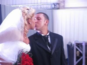 Estudante sai para passear e acaba casando de forma inesperada