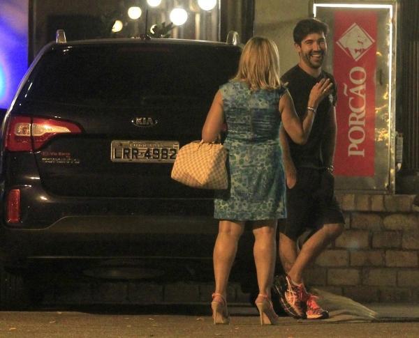 Juntos de novo? Susana Vieira beija o ex, Sandro Pedroso