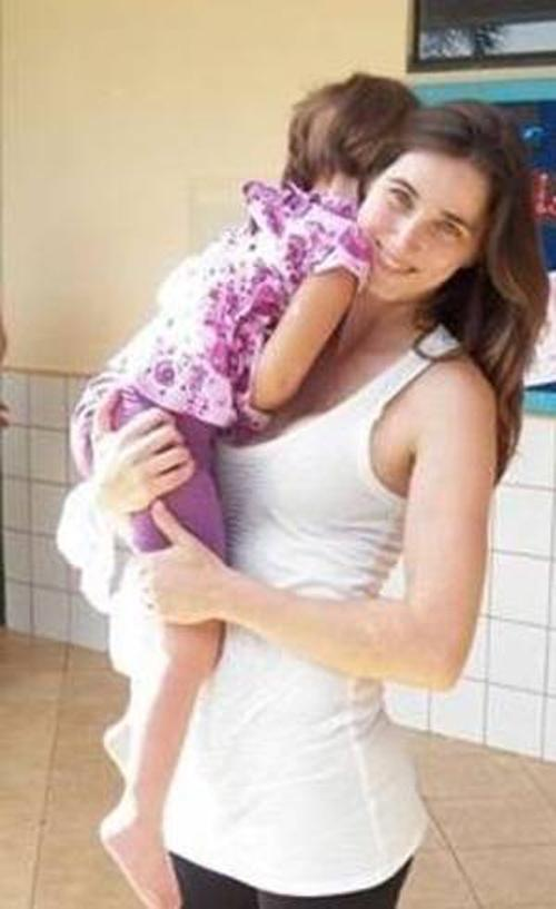Pais querem que a sua filha de apenas cinco anos seja tratada com maconha
