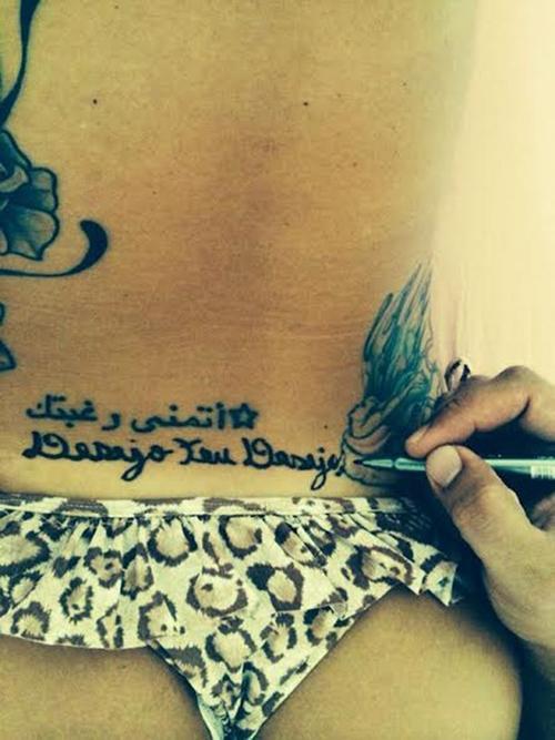 Fani revela tatuagem no cóccix e mão masculina escreve significado