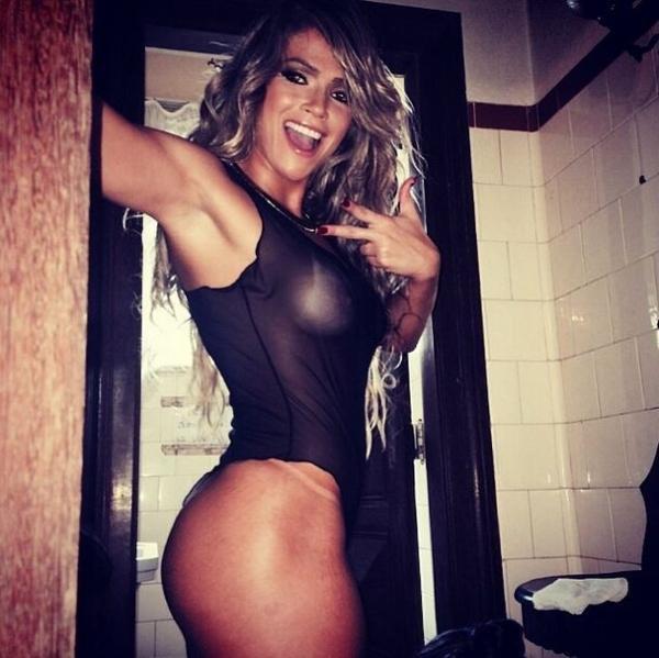 Fani Pacheco divulga fotos dos bastidores de ensaio nu