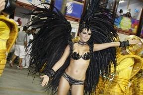 Mariana Rios não é mais rainha de bateria da Mocidade: