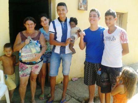 Jovens realizam ação beneficente